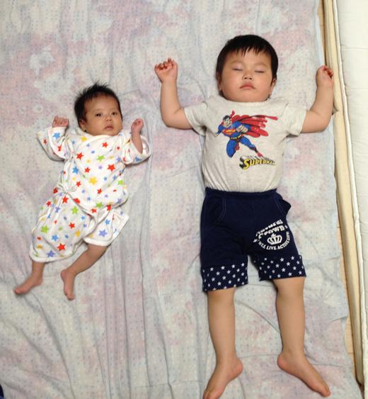 キョウダイの赤ちゃん写真