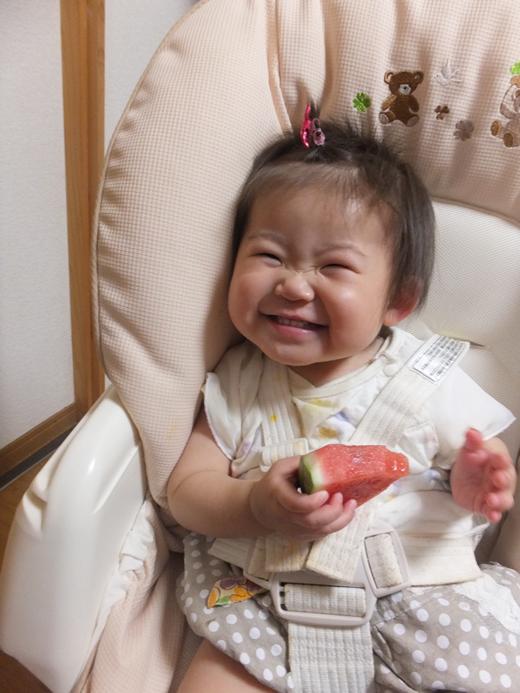 スイカだいすき?の赤ちゃん写真