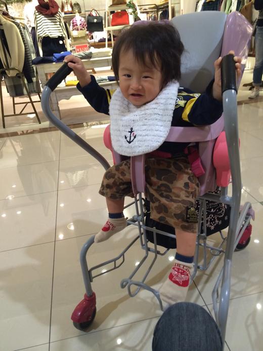 ショッピングの赤ちゃん写真