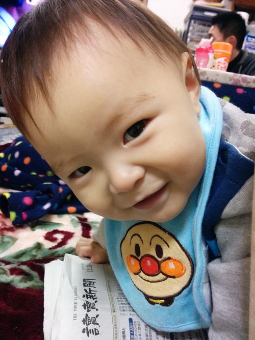 キラキラ笑顔の赤ちゃん写真