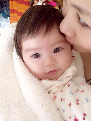 おすましの赤ちゃん写真
