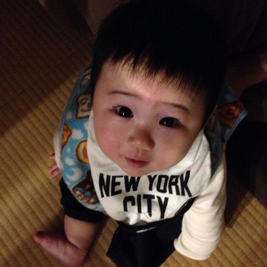 おすわり始めましたの赤ちゃん写真