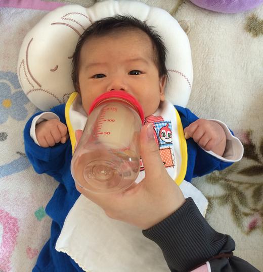 ごはんの時間の赤ちゃん写真