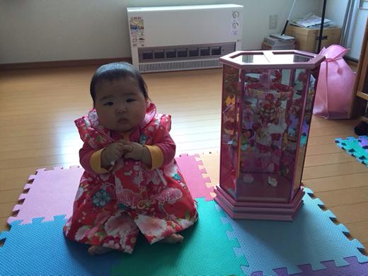 もうすぐお雛祭りの赤ちゃん写真