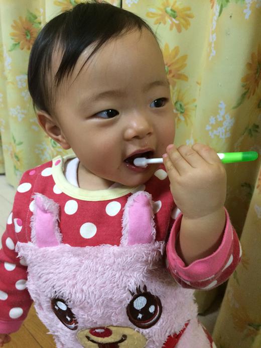 歯磨きしゅこしゅこ?の赤ちゃん写真