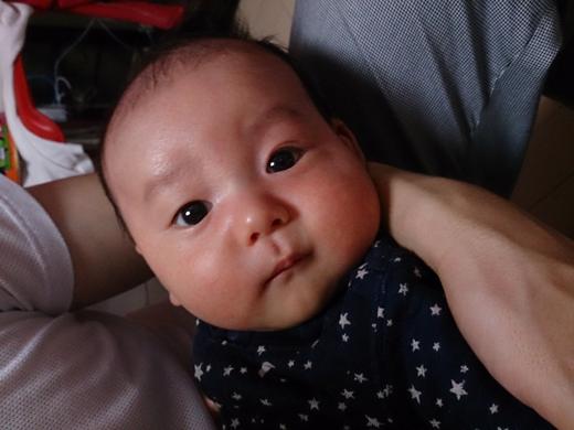 きょとんの赤ちゃん写真
