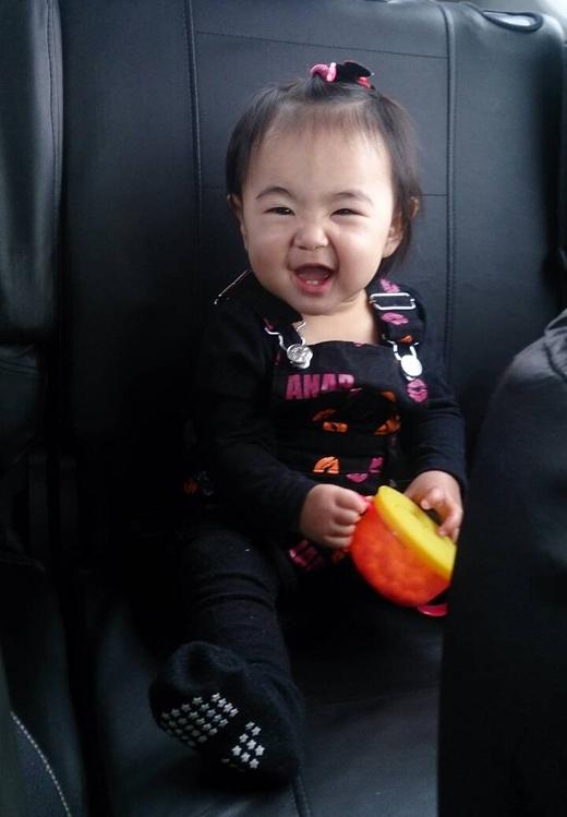 おやつ大好きの赤ちゃん写真