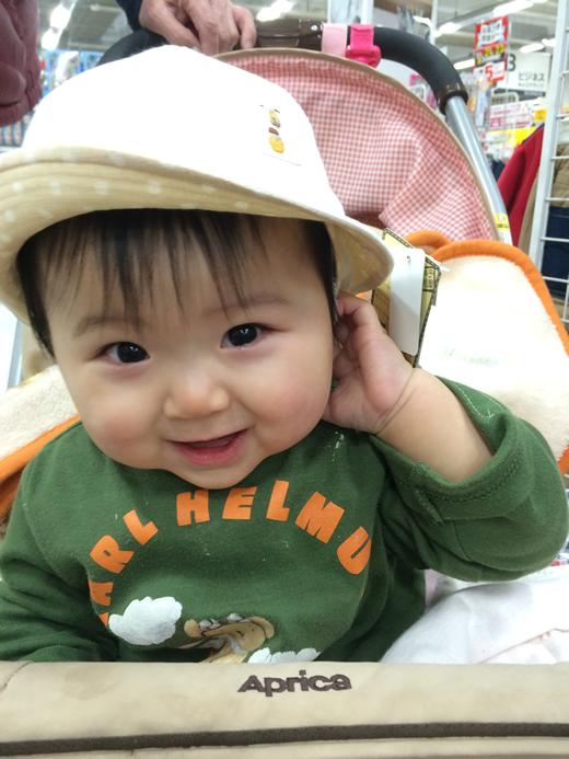 初めての帽子の赤ちゃん写真