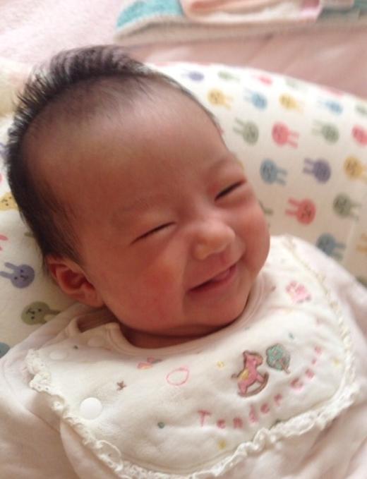 笑顔の赤ちゃん写真
