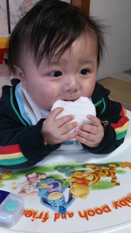 むしゃむしゃの赤ちゃん写真
