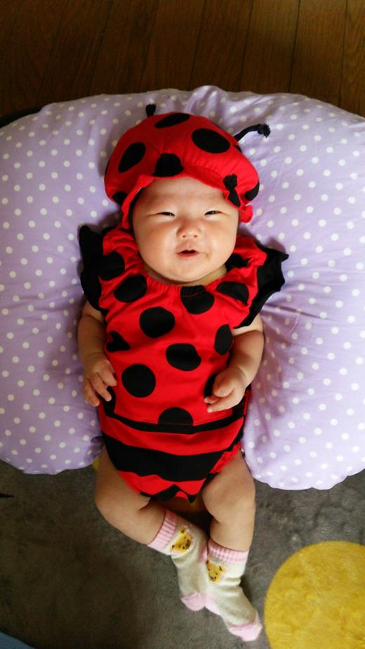 祝1カ月で初着ぐるみの赤ちゃん写真