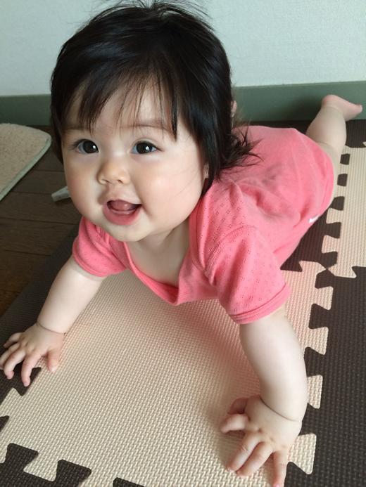 うつぶせ~の赤ちゃん写真