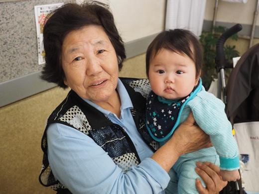 妙見おばあちゃんと2ショット!!の赤ちゃん写真