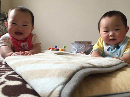 2人揃ってはいちーずの赤ちゃん写真