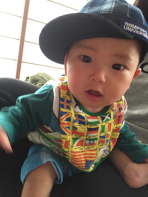 帽子似合うかな~?の赤ちゃん写真