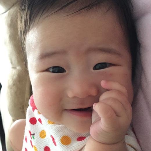 ママ、見~ちゅけた♪の赤ちゃん写真