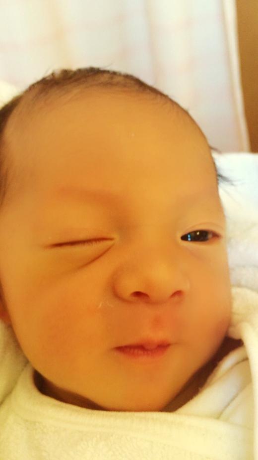初のウインクの赤ちゃん写真