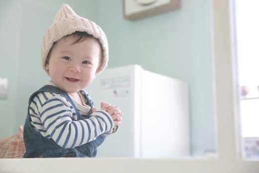赤ちゃん写真館:ね~こっち見て